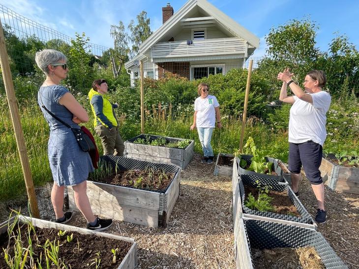 Åpning av urte- og grønnsakshagen ved Eskeland bedehus.